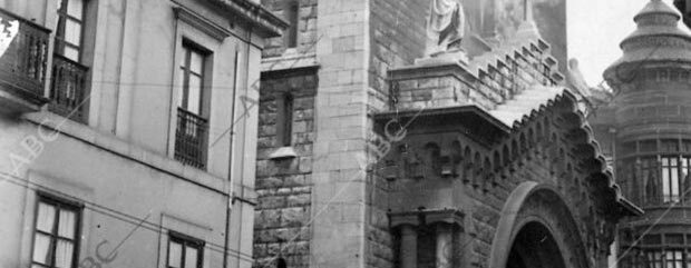 Riots in Gijón. Fire in the Jesuit church.