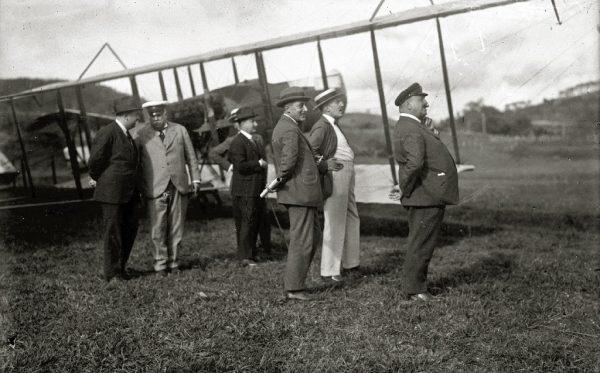 The inventor of the gyroplane and engineer Juan de la Cierva at the Lasarte airfield.Fondo Marín-Kutxa Fototeka.
