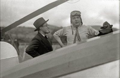 Juan de la Cierva in Lasarte airfield, Spain. Pascual Marín. Gure Guipuzkoa
