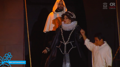 Isabella descends from the caravel. Credits: MSJ